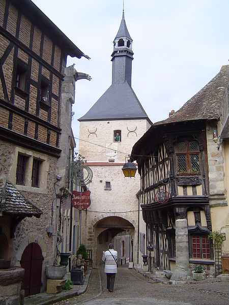 Photo du Monument Historique Tour du beffroi situé à Bourbon-Lancy