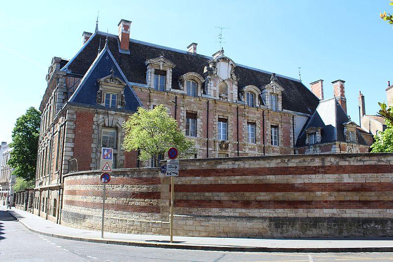 Photo du Monument Historique Sous-préfecture (ancien hôtel Lantin de Montcoy) situé à Chalon-sur-Saône