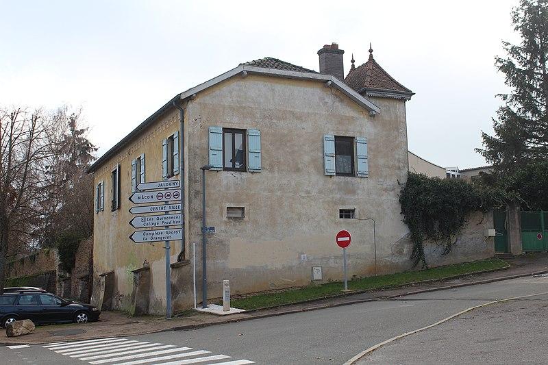 Photo du Monument Historique Ferme Sainte-Odile près de la porte Sainte-Odile situé à Cluny