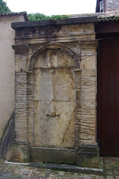 Photo du Monument Historique Fontaine situé à Cluny