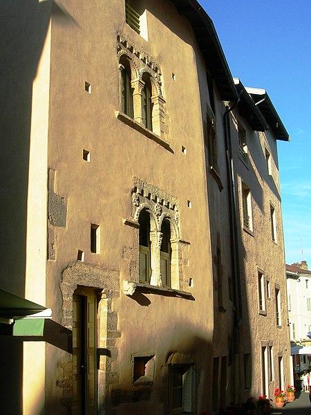 Photo du Monument Historique Maison romane, et maison gothique situé à Cluny