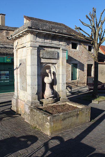 Photo du Monument Historique Fontaine situé à Givry