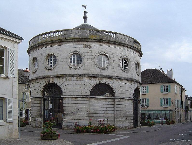 Photo du Monument Historique Halle ronde situé à Givry