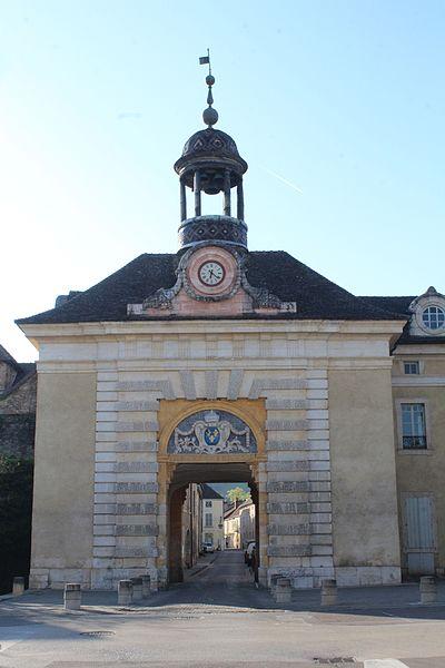 Photo du Monument Historique Hôtel de ville situé à Givry