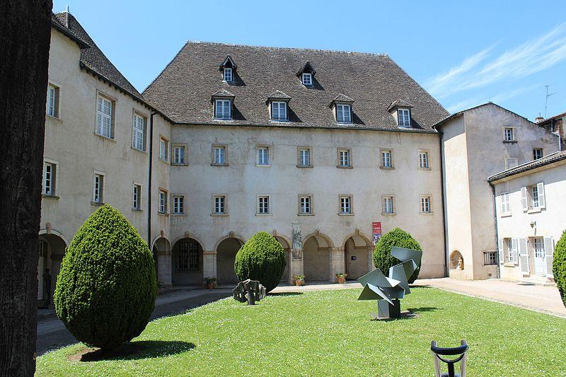 Photo du Monument Historique Couvent des Ursulines situé à Mâcon