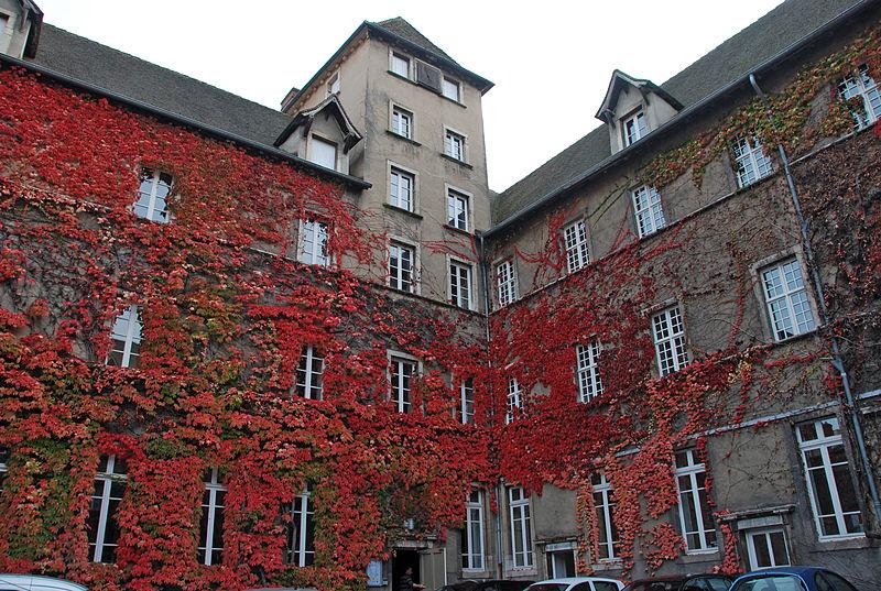 Photo du Monument Historique Grand Lycée situé à Mâcon
