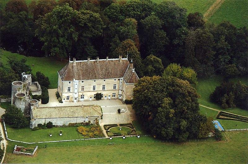 Photo du Monument Historique Château de Germolles situé à Mellecey
