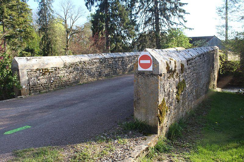 Photo du Monument Historique Pont sur l'Orbise situé à Mellecey