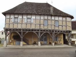 Photo du Monument Historique Maison à pans de bois situé à Mervans