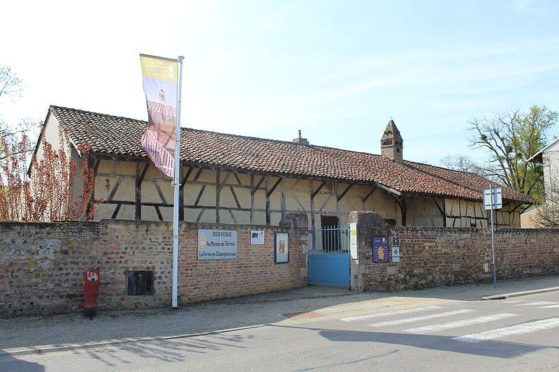 Photo du Monument Historique Ferme du Champ-Bressan situé à Romenay