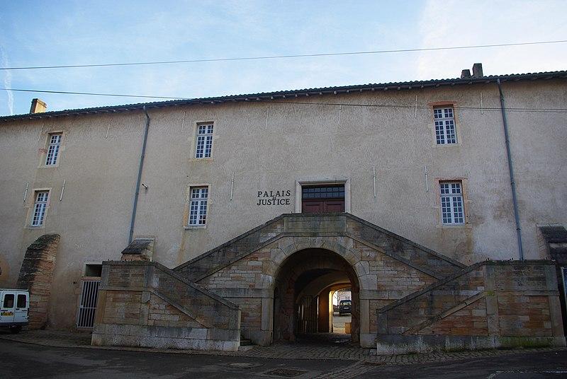 Photo du Monument Historique Caserne situé à Tournus