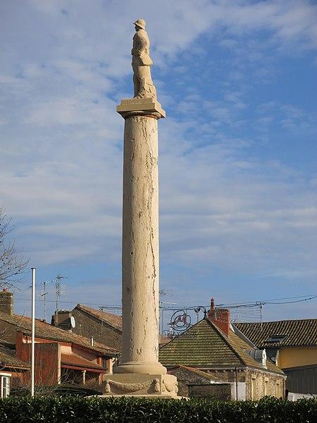 Photo du Monument Historique Monument aux morts situé à Tournus