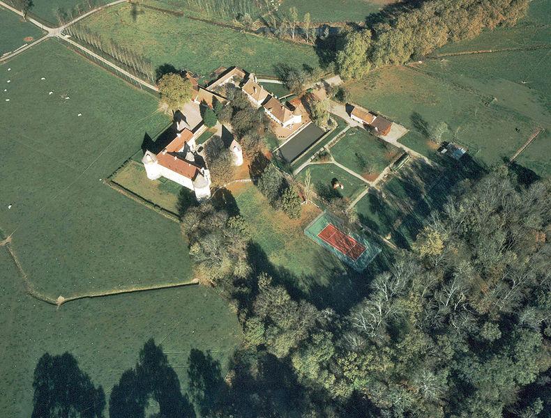 Photo du Monument Historique Château d'Arcy situé à Vindecy