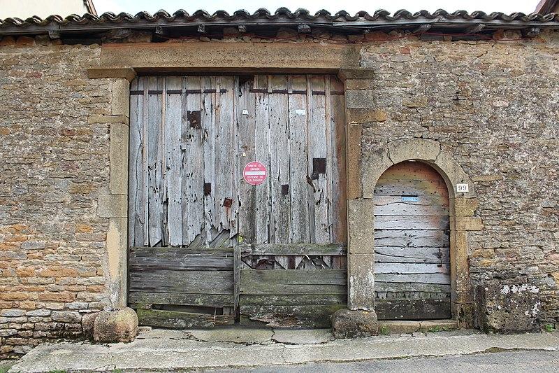 Photo du Monument Historique Puits couvert situé à Vinzelles