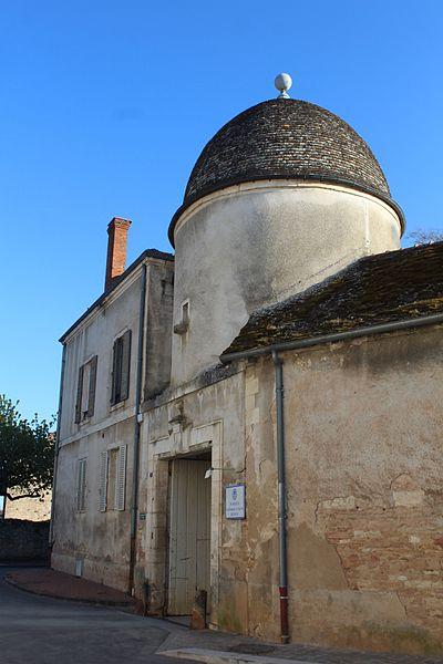 Photo du Monument Historique Domaine Besson situé à Givry