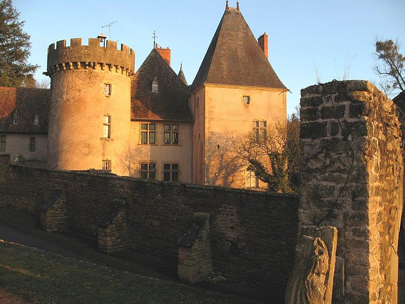 Photo du Monument Historique Château du Banchet ou de la Magdeleine situé à Châteauneuf