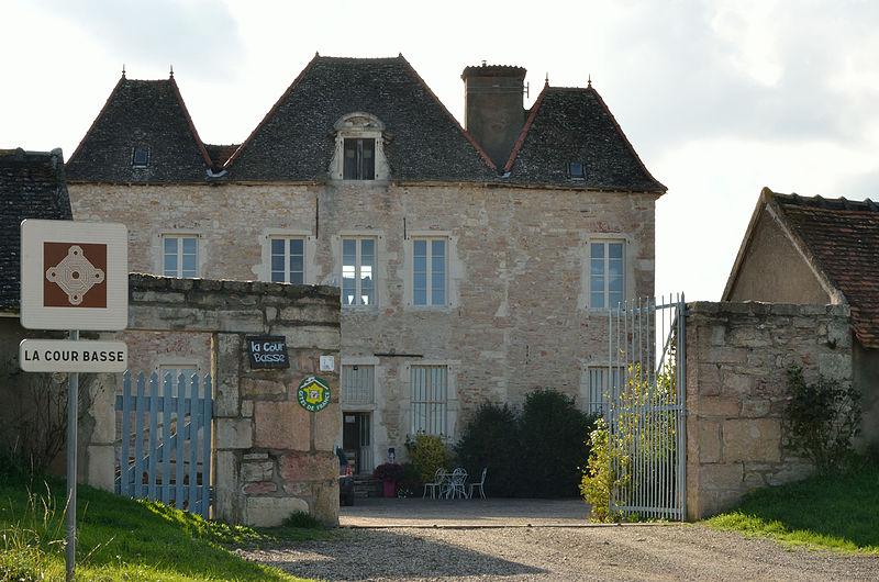 Photo du Monument Historique Ferme de la Cour Basse situé à Lux