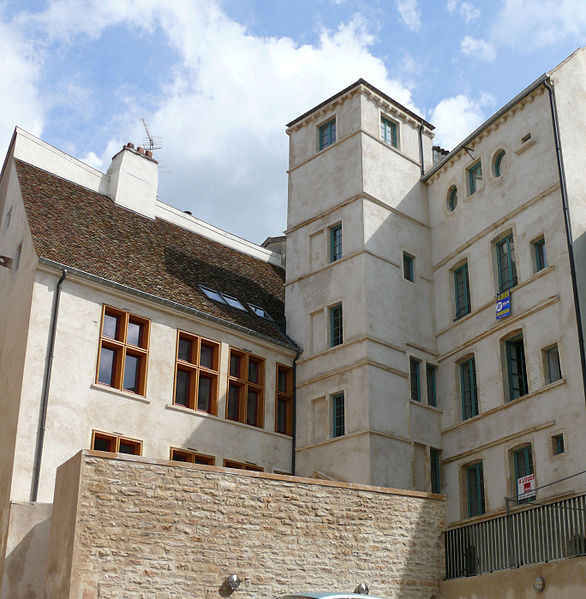 """Photo du Monument Historique Maison dite """" du Bailli """" et tour gallo-romaine contiguë situé à Mâcon"""