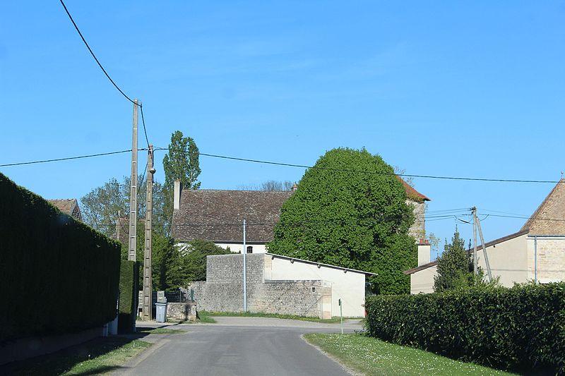 Photo du Monument Historique Vieux château situé à Saint-Loup-de-Varennes