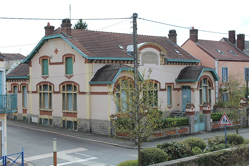 Photo du Monument Historique Dispensaire de la Croix Rouge situé à Montceau-les-Mines