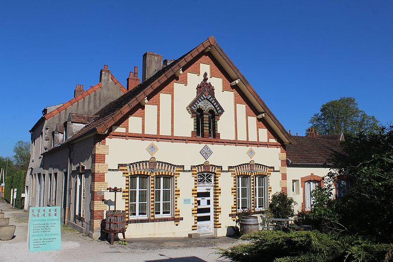 Photo du Monument Historique Ancienne tuilerie Perrusson-Desfontaines situé à Saint-Léger-sur-Dheune