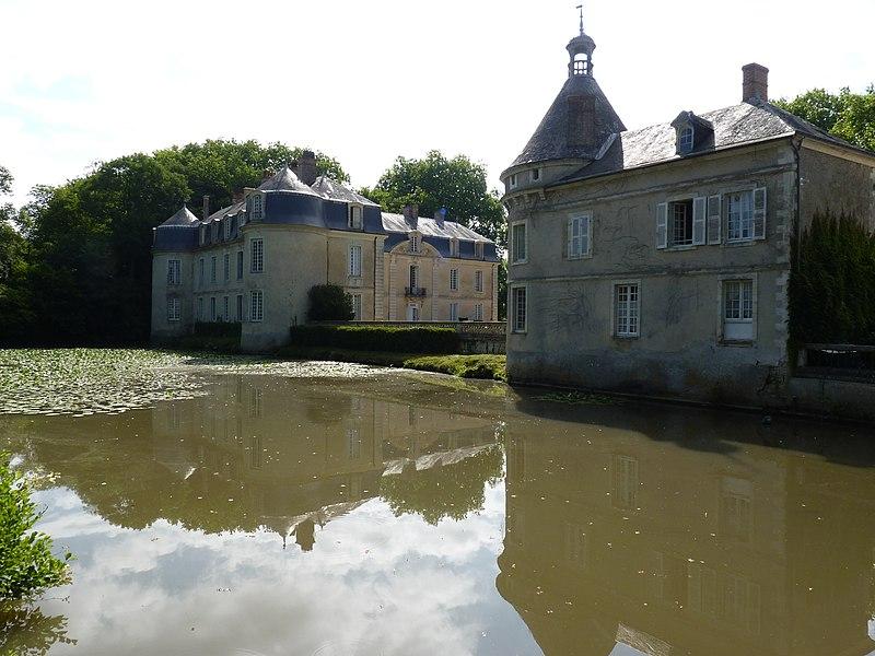 Photo du Monument Historique Château (également sur commune de Malicorne-sur-Sarthe) situé à Arthezé