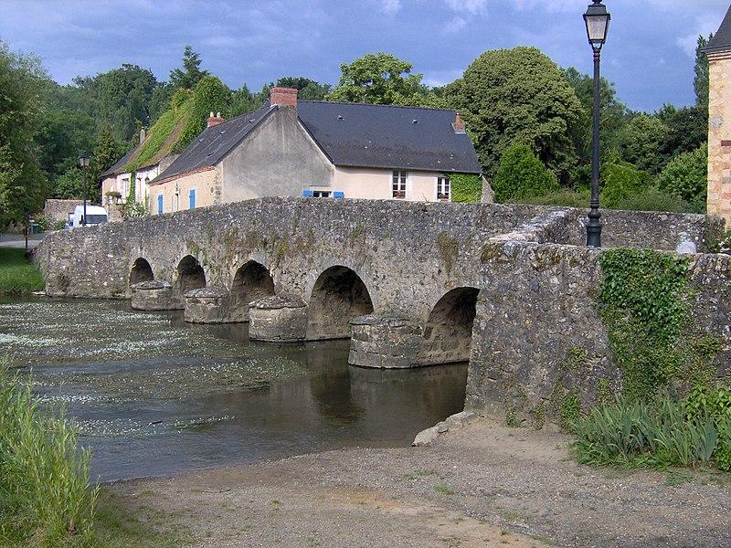 Photo du Monument Historique Vieux Pont sur la Vègre situé à Asnières-sur-Vègre