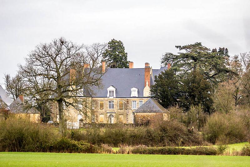 Photo du Monument Historique Château de Martigné situé à Avessé