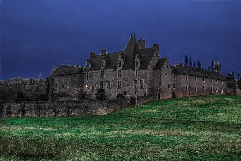 Photo du Monument Historique Manoir de la Perrine de Cry situé à Avoise
