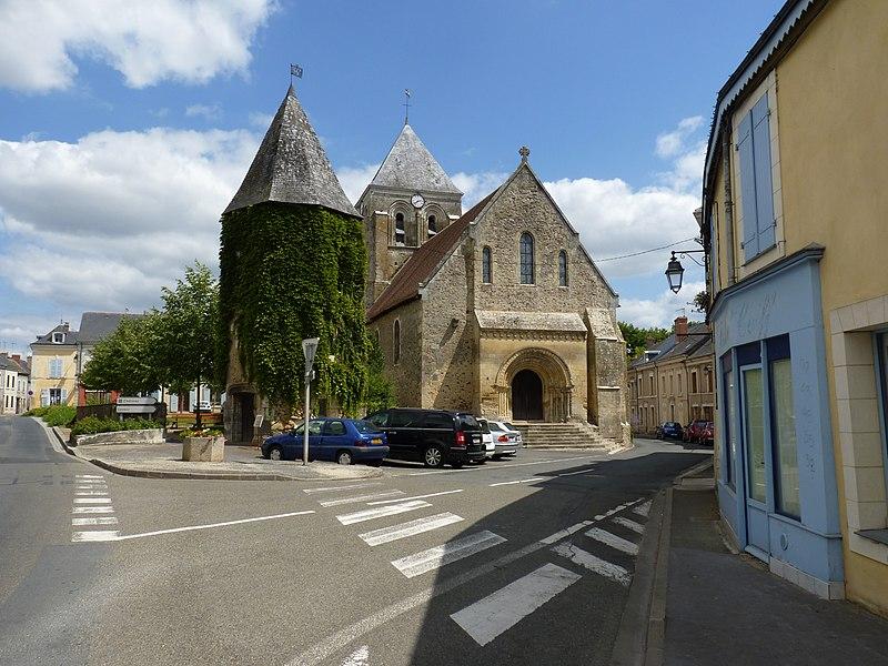 Photo du Monument Historique Eglise Saint-Aubin situé à Bazouges-sur-le-Loir