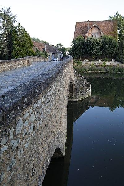 Photo du Monument Historique Pont situé à Beaumont-sur-Sarthe