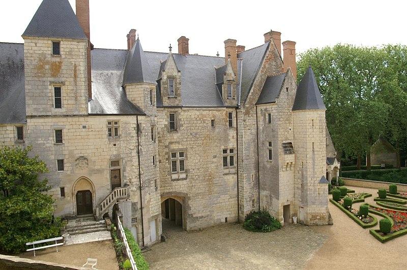 Photo du Monument Historique Château de Courtanvaux situé à Bessé-sur-Braye