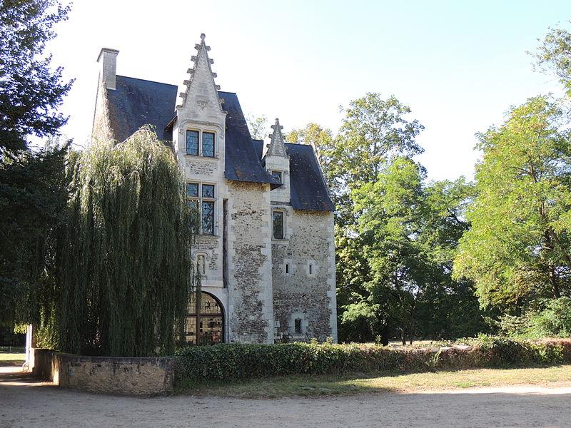 Photo du Monument Historique Château de Créans et ses dépendances situé à Clermont-Créans