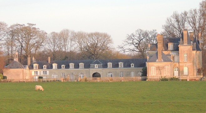 Photo du Monument Historique Château de Coulans situé à Coulans-sur-Gée