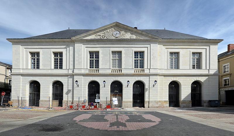 Photo du Monument Historique Halle-Mairie situé à La Flèche