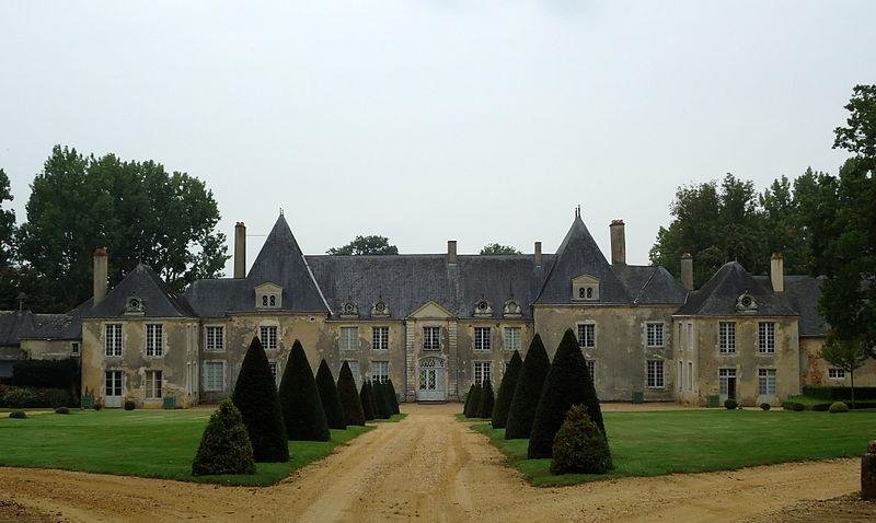 Photo du Monument Historique Château de Villaines situé à Louplande