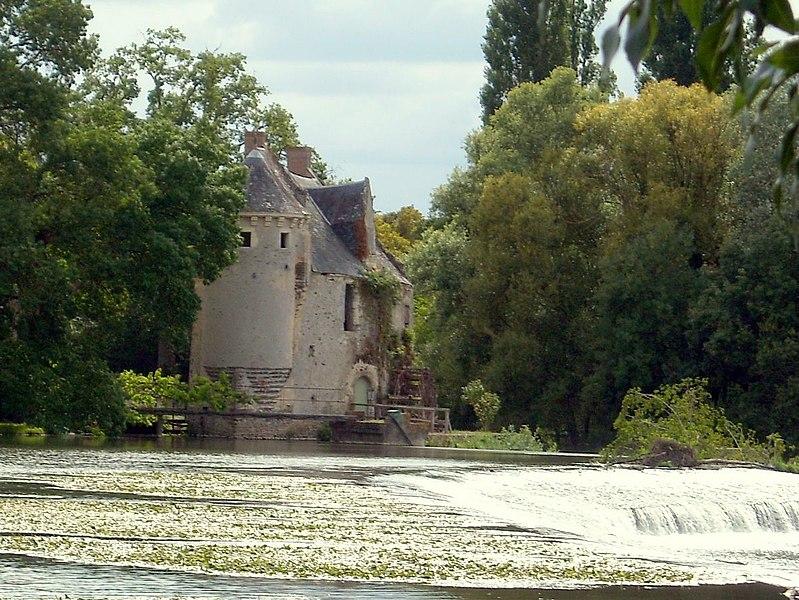 Photo du Monument Historique Moulin de Mervé situé à Luché-Pringé