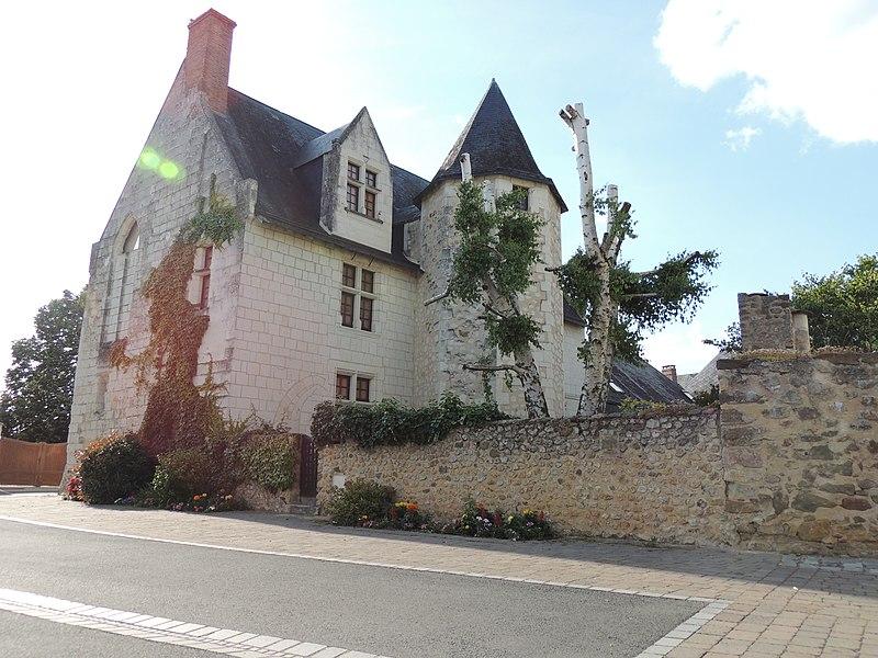 Photo du Monument Historique Prieuré situé à Luché-Pringé