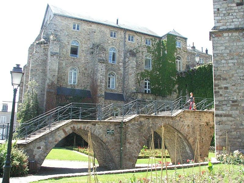 Photo du Monument Historique Escalier du Pont-Neuf situé à Mans (Le)