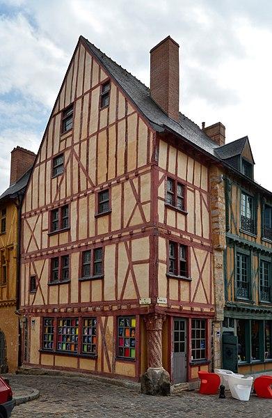Photo du Monument Historique Maison dite du Pilier-Rouge situé à Mans (Le)
