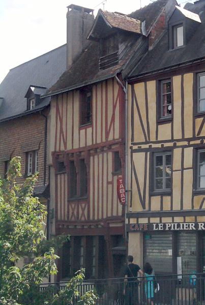 Photo du Monument Historique Maison du 16e siècle à pans de bois situé à Mans (Le)