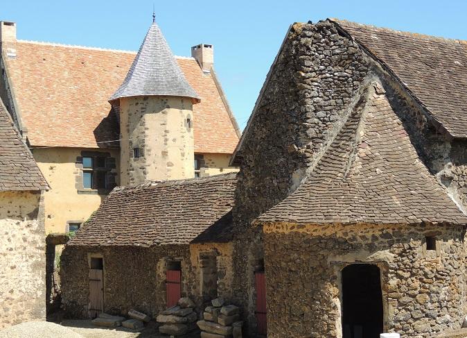 Photo du Monument Historique Manoir de la Corbinière situé à Mézières-sous-Lavardin