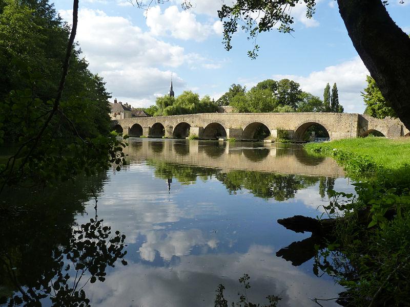 Photo du Monument Historique Pont sur l'Huisne situé à Montfort-le-Gesnois