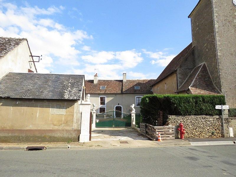 Photo du Monument Historique Presbytère situé à Nuillé-le-Jalais