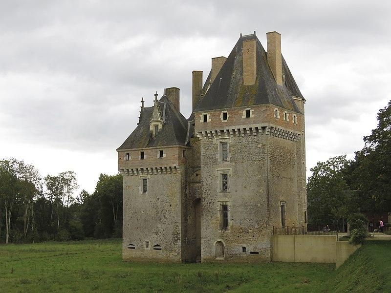 Photo du Monument Historique Château de Verdelles situé à Poillé-sur-Vègre