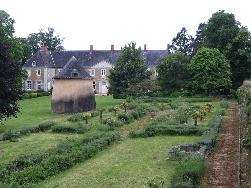 Photo du Monument Historique Abbaye des Prémontrés  , actuellement château du Perray-Neuf situé à Précigné