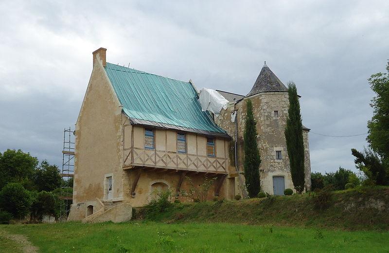 Photo du Monument Historique Manoir de Sarceau situé à Sarcé