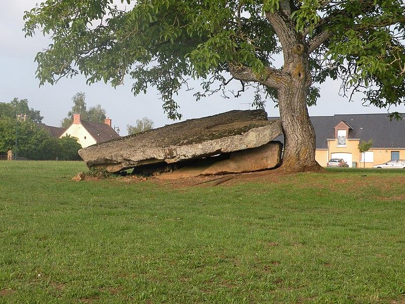 Photo du Monument Historique Dolmen situé à Torcé-en-Vallée