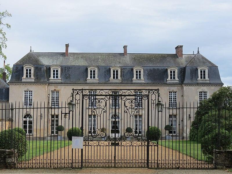 Photo du Monument Historique Château de la Groirie situé à Trangé
