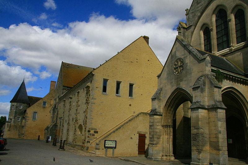 Photo du Monument Historique Prieuré situé à Vivoin